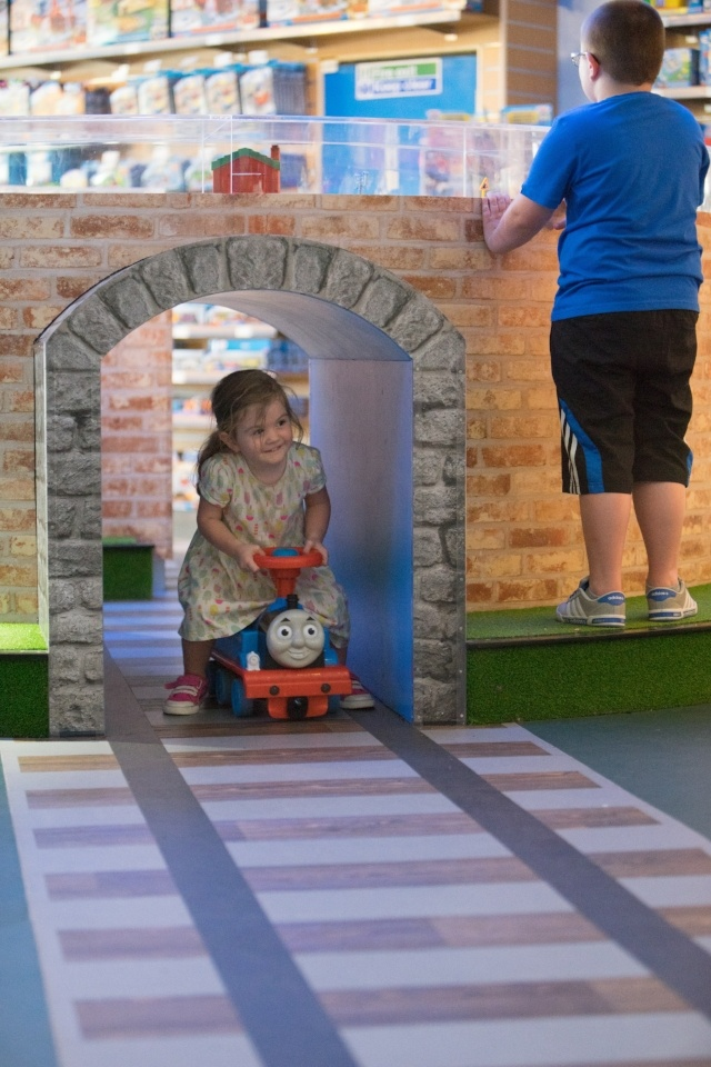 Augmenting guest experience at theme parks